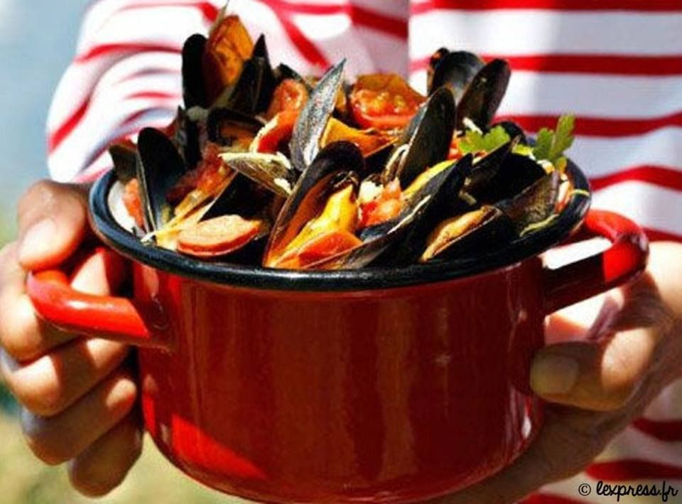Miam miam, ça sent l'été, ces moules à la provençale :) => http://ow.ly/tAfa302ILlM