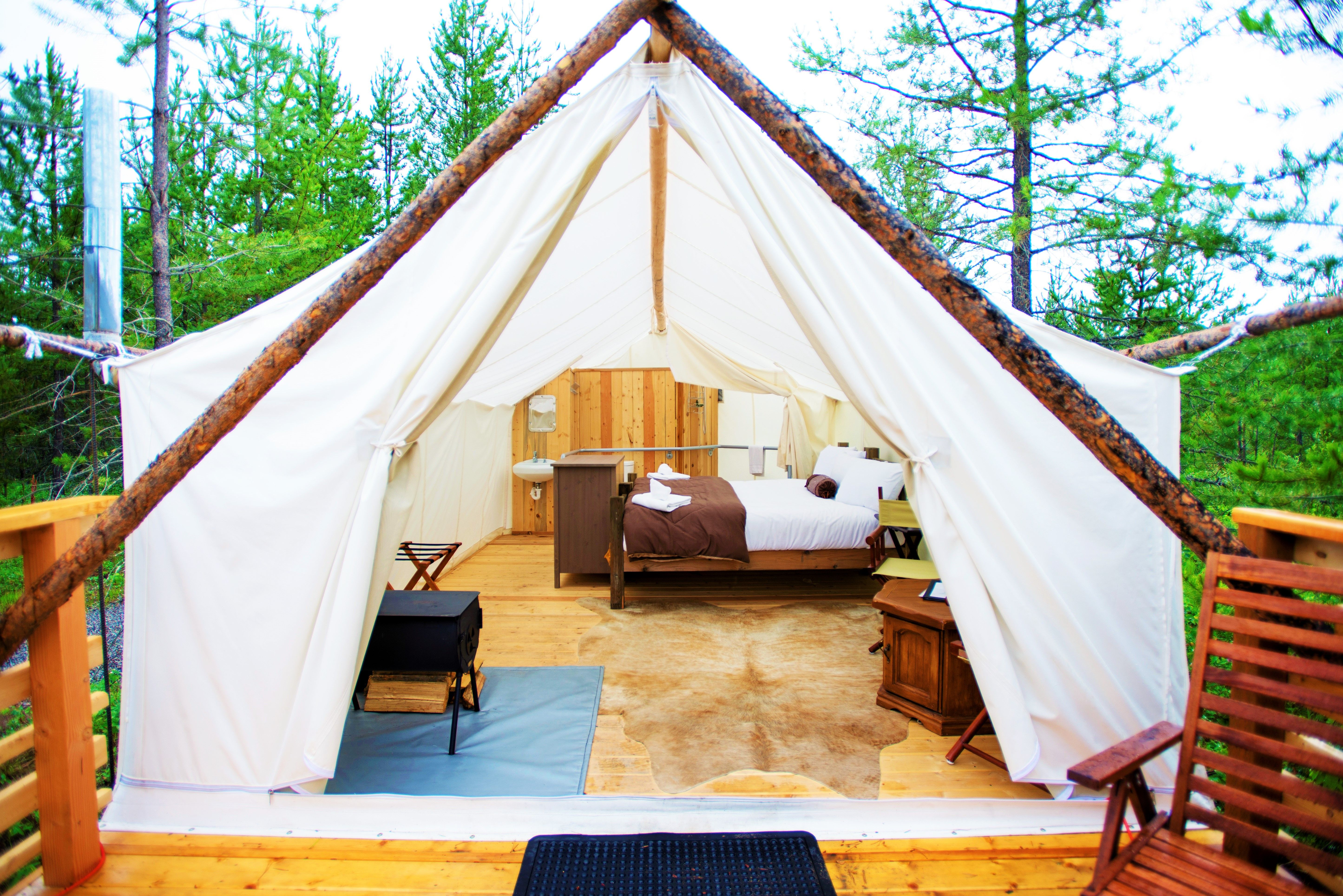 Glacier Under Canvas Is Located 7 Miles From The Breathtaking Glacier National Park Where Peaks Touch The Sky Glaciers Mo Luxury Camping Go Glamping Glamping