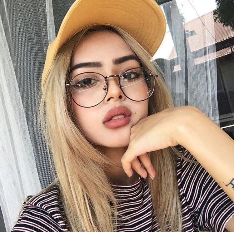 leeee Fotos con lentes Maquillaje lentes y Lentes mujer