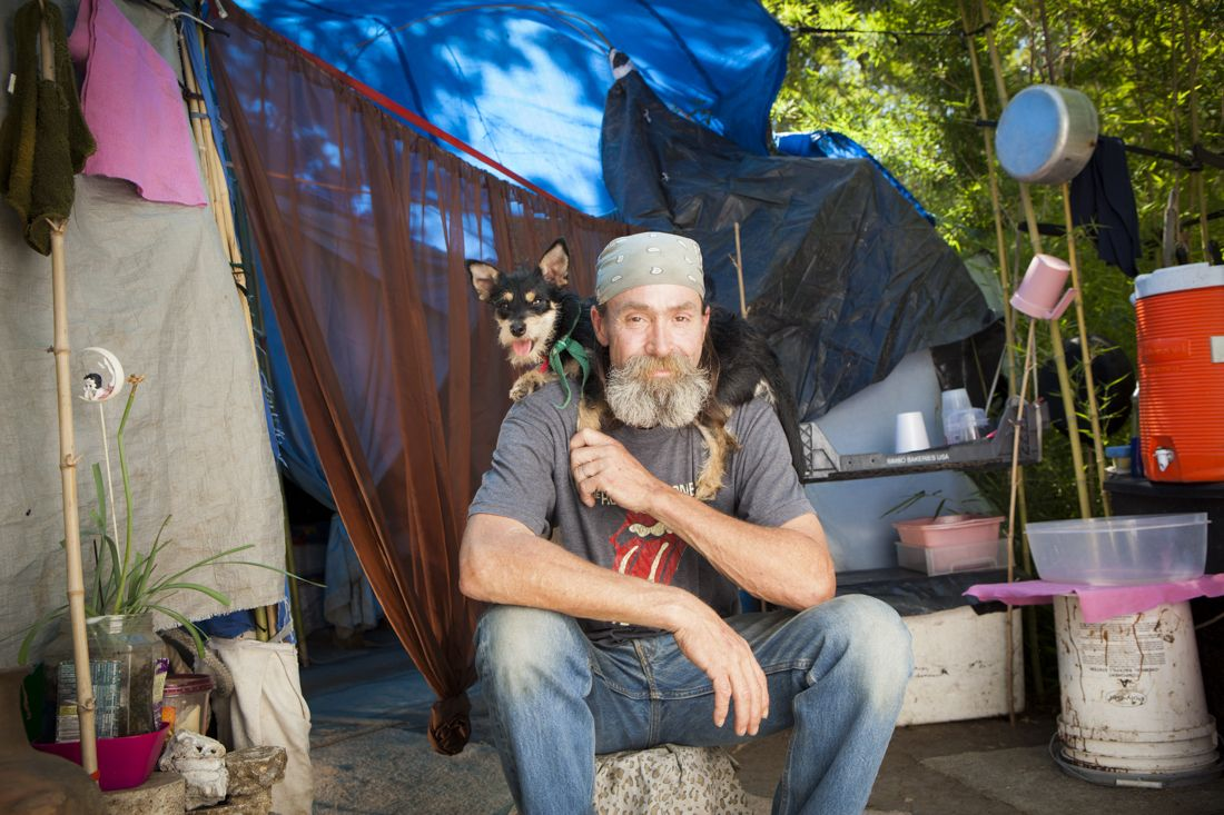 10 Heartwarming Photos Capture The Bond Between Homeless