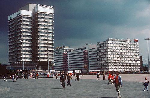 Ost Berlin In Der Ddr East Germany West Berlin East Berlin