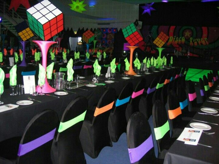 Awesome 80s themed party decor Table decor Pinterest Themed