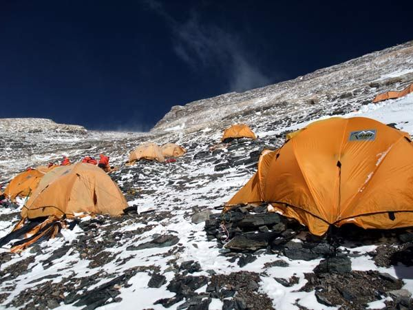 Tents of C& 3 with the summit ridge up above & Tents of Camp 3 with the summit ridge up above | Everest ...