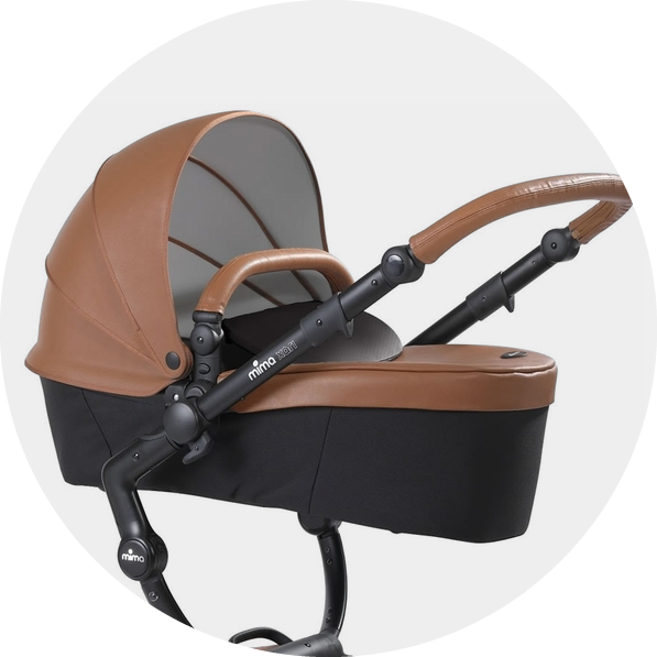 The seat unit transforms into a carrycot and vice versa in