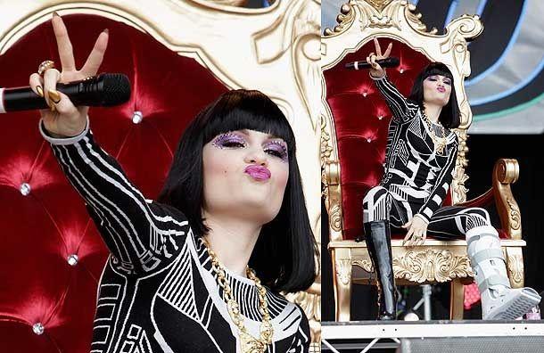 XP Walker sees Jessie J Shine at Glastonbury Despite Broken Ankle | Physioroom Blog