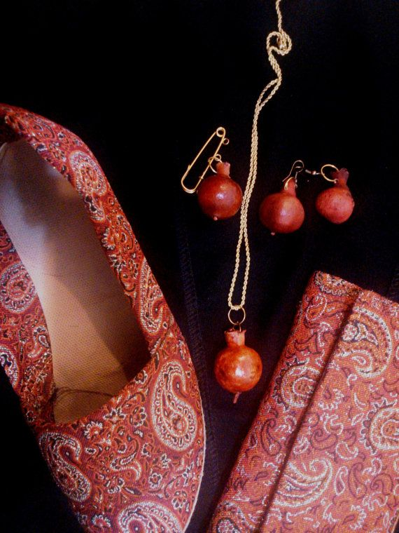 jwelry set of pomegranate includes necklace with golden chain,brooch and earning,unique and exotic and reality and dried pomegranate