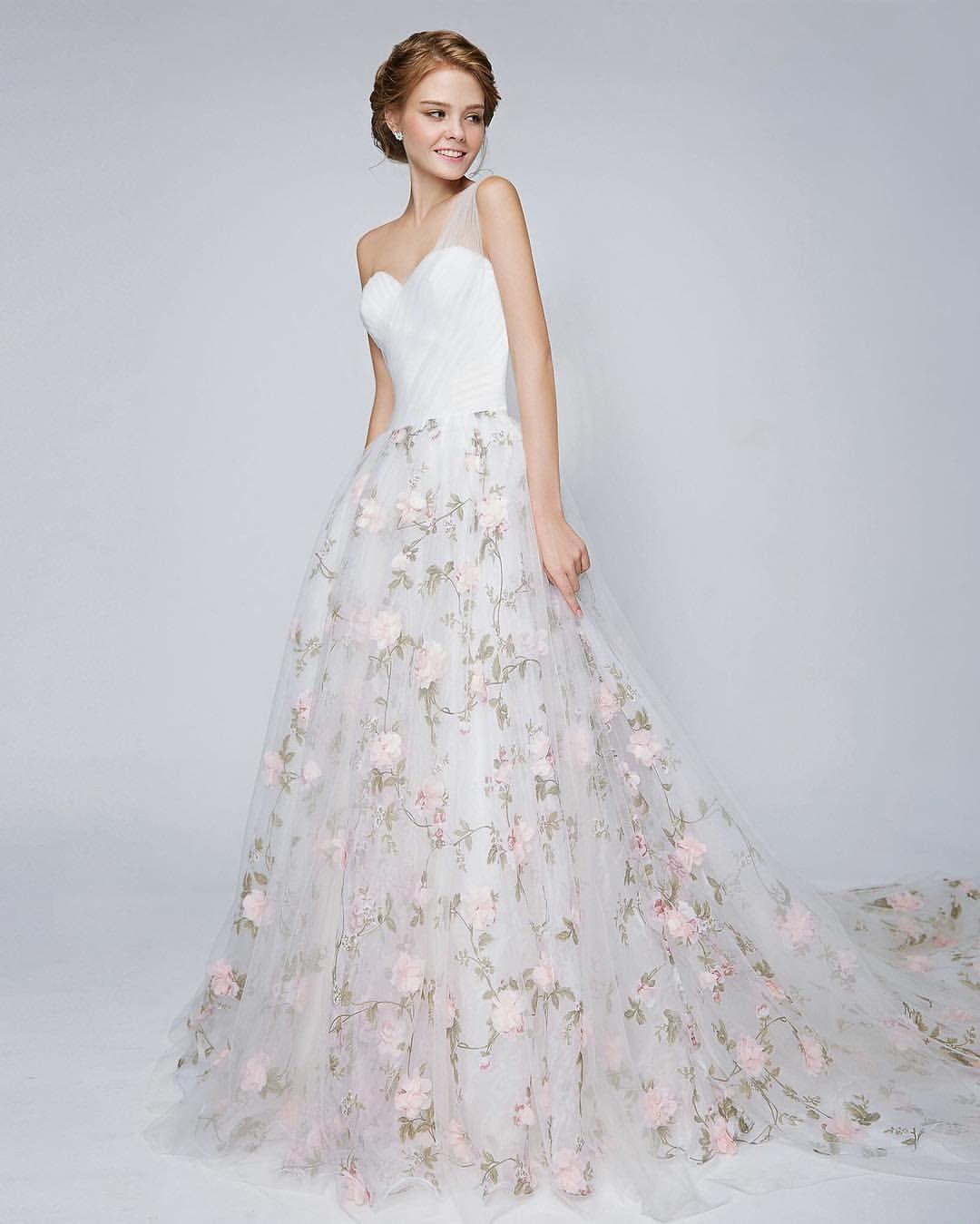 Floral Wedding Dress: Pin By Cindy Wallin Barcomb On Wedding In 2019