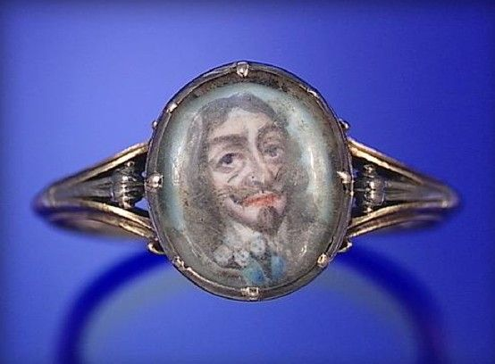 CHARLES 1 MEMORIAL RING, CIRCA 1650, THE OVAL PORTRAIT MINIATURE OF CHARLES 1