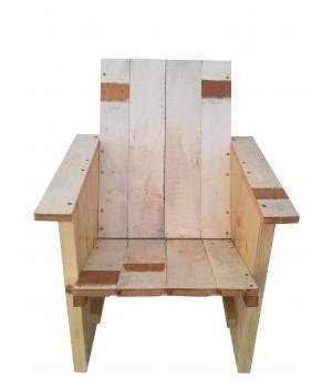 Unieke handgemaakte kinderstoeltjes van hergebruikt hout. Stoeltjes worden in beperkte oplage gemaakt met materiaal wat er op dat moment voor handen is. Afmetingen: hoogte 60 cm, breedte 46 cm, diepte 40 cm en zithoogte 28 cm. Zoekwoorden: hergebruik...