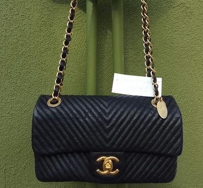 b976ca665a34 Chanel Surpique Chevron Small Black Calfskin Flap Bag | In love with ...
