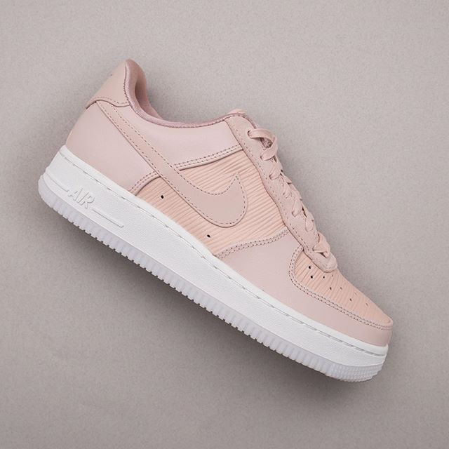 promo code 4535a 94c16 Nike Wmns Air Force 1  07 Lux - 898889-201 • En lyxigare Air Force 1 helt  enkelt ✨ nike  airforce1  nikepremium  sneakers  footish