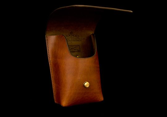 ca7702e1 Gucci's Luxe Black Leather Money Clip Trio Is Available Now   bag ...