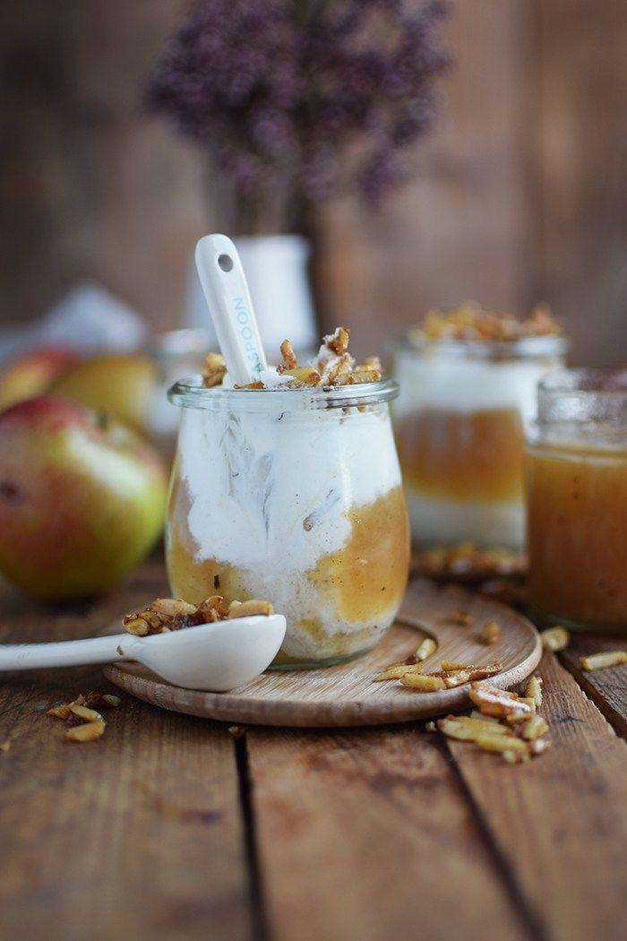 Apfelmus mit Zimtcreme und Karamell-Mandeln #applerecipes