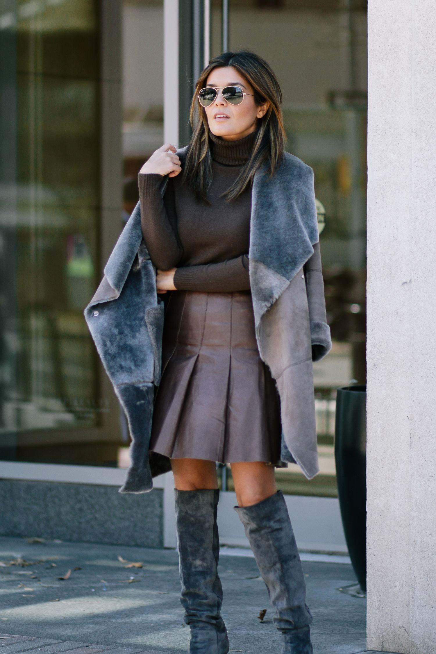 Brown and Grey Outfit (Dengan gambar)