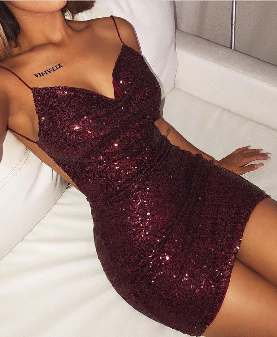 Kleid Idee Minimalist Frau   Outfit nacht, Event kleider und ...