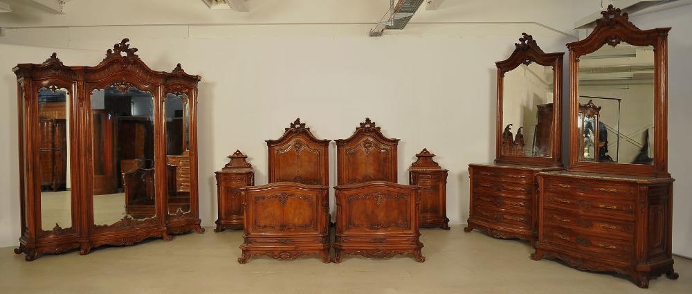 Monumentales Siebenteiliges Prunk Schlafzimmer Im Rokoko Stil