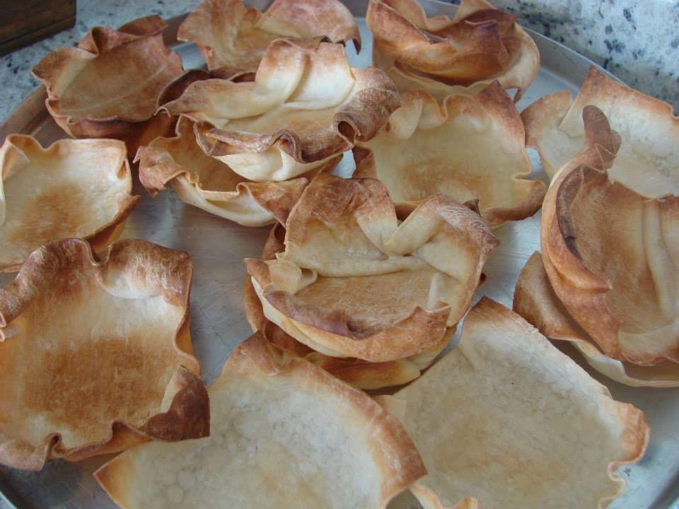 Cestinhas assadas feitas com massa de pastel, utilizadas para servir maionese, etc - Dezembro 2012