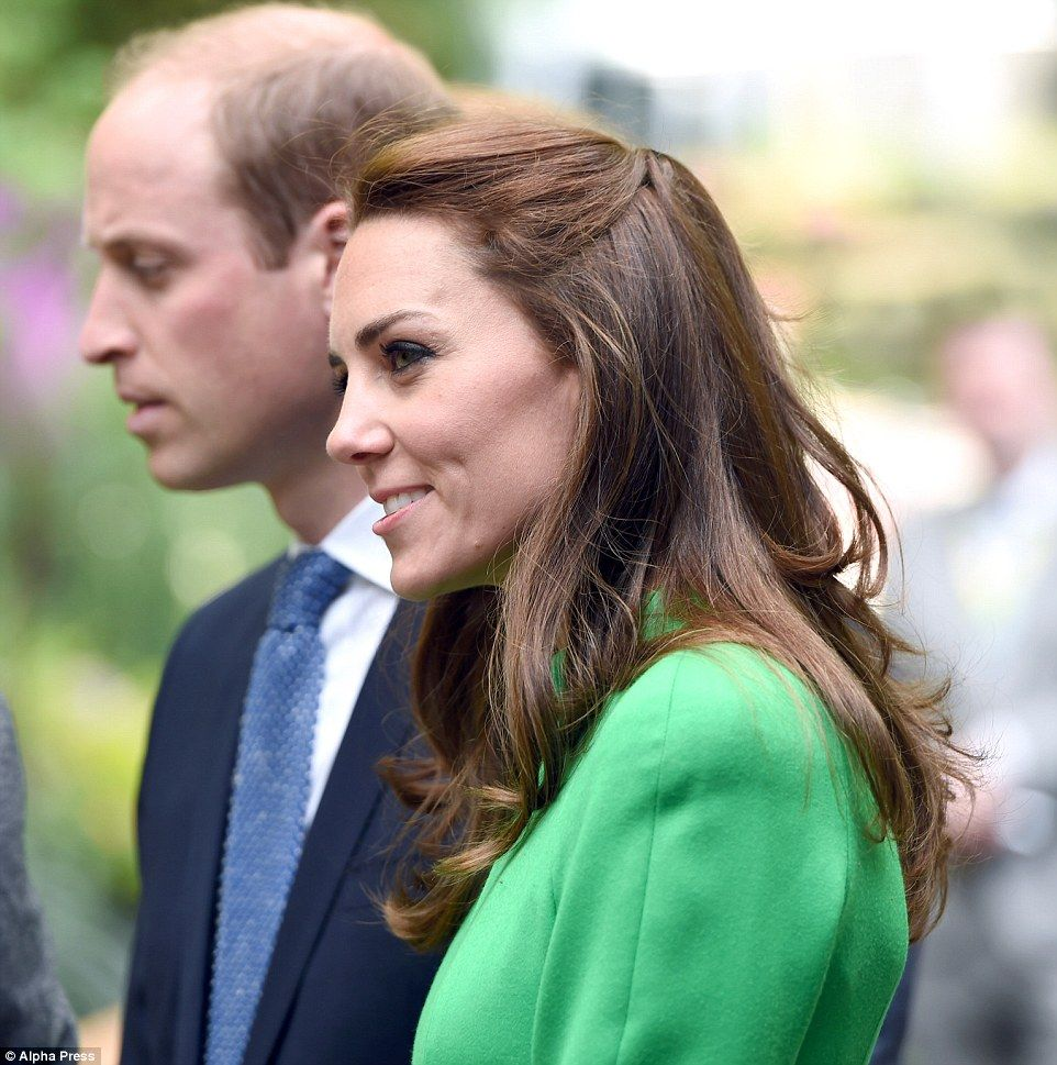 Kate looked radiant with minimal makeup beside a warm smoky eye and a natural nude lip...