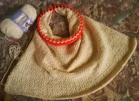 Square baby blanket on round loom... no roll...  edging idea as well......