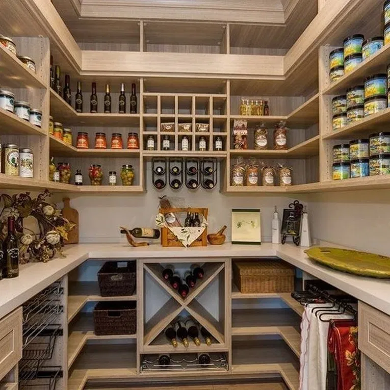20 awesome pantry shelving ideas to make your pantry more organized 17 #kitchen #kitchenorganized #kitchendecor | Home Design Ideas #pantryshelving