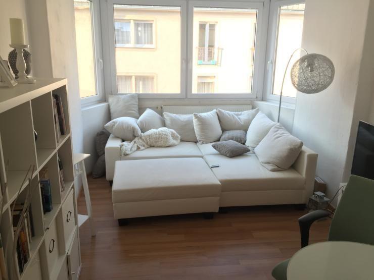 Gemütlicher Erker mit kuschligem Sofa und Kissenlandschaft Schöne - gemütliches sofa wohnzimmer