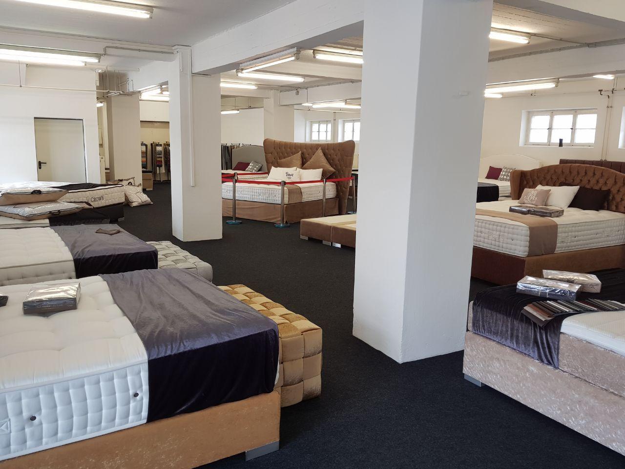 Unser Showroom Von Innen Bett Matratze