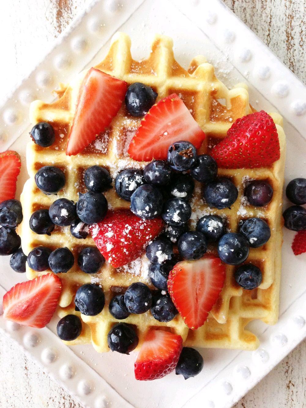 verticalfood:  Skinny Lemon Berry Waffles