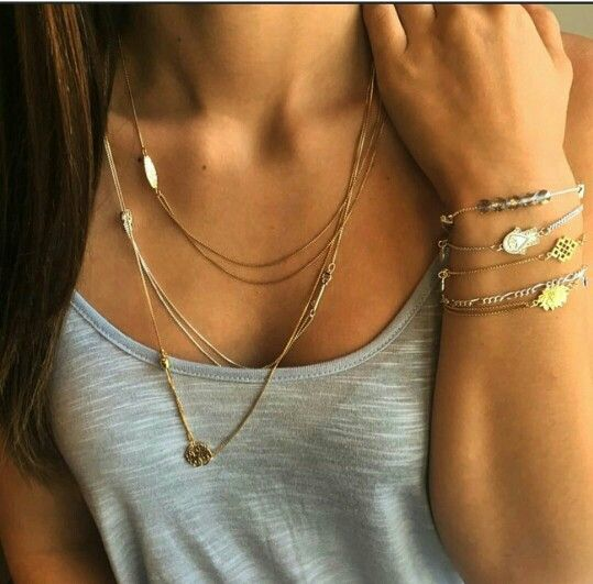 Layered necklace with simple tank...so me !!!!!!