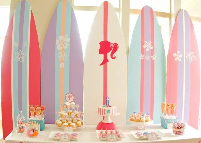 Festa tema Barbie Malibu para comemoração na piscina
