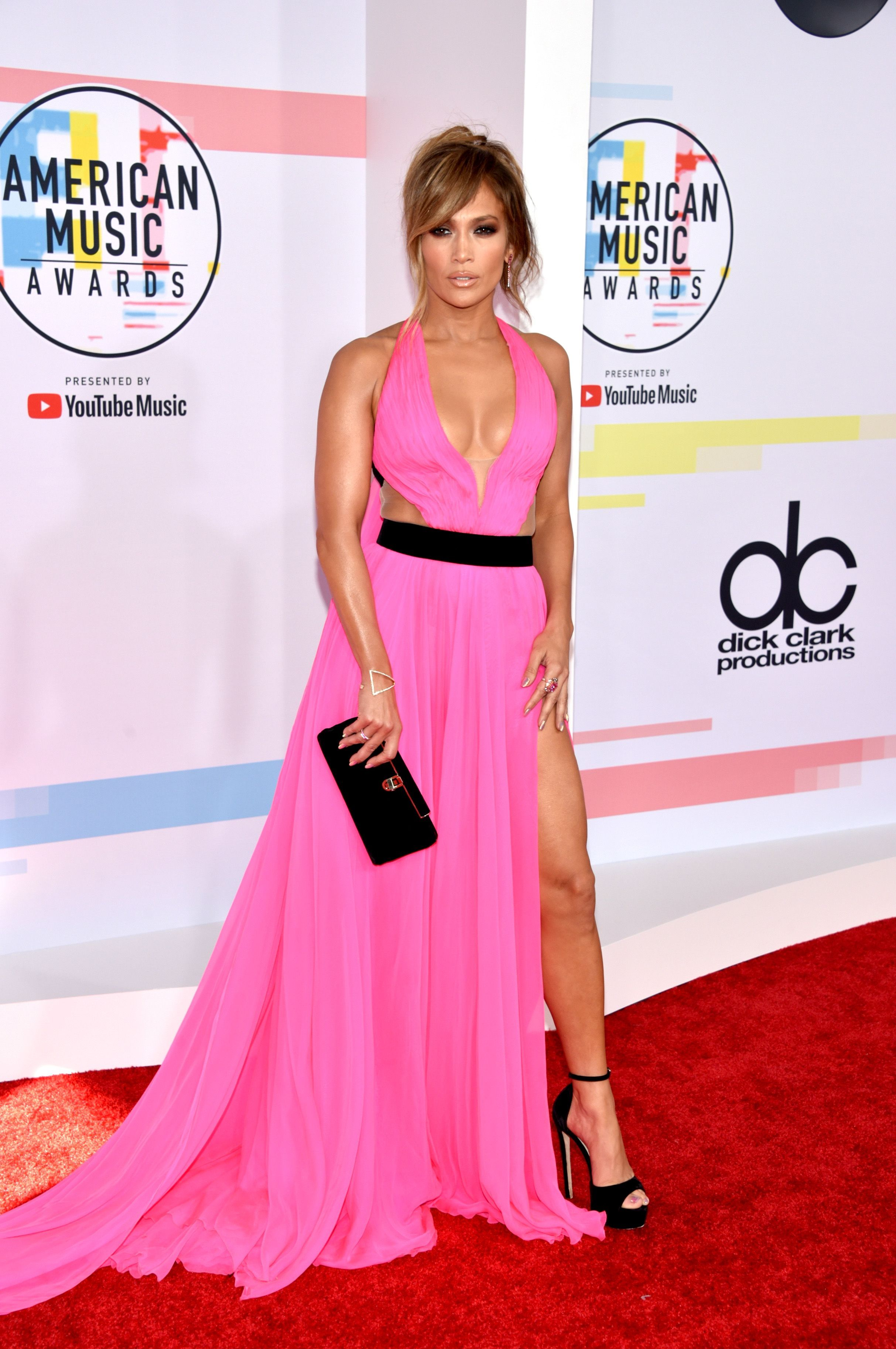 Jennifer Lopez Cleavage At American Music Awards - Scandal