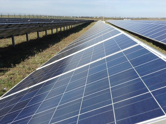 India S Largest Oil Refiner Plans 3 5 Billion Renewable Energy Investmenthttps Cleantechnica C Renewable Energy Renewable Energy Projects Sustainable Energy