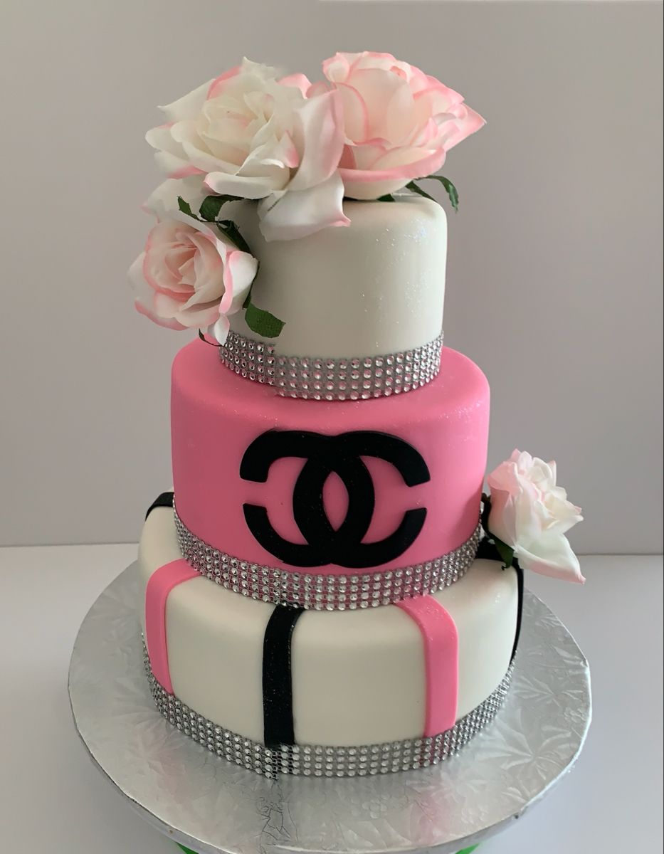 #guccicakes #fondantcake #flowercakes #desingcake #fondantcake
