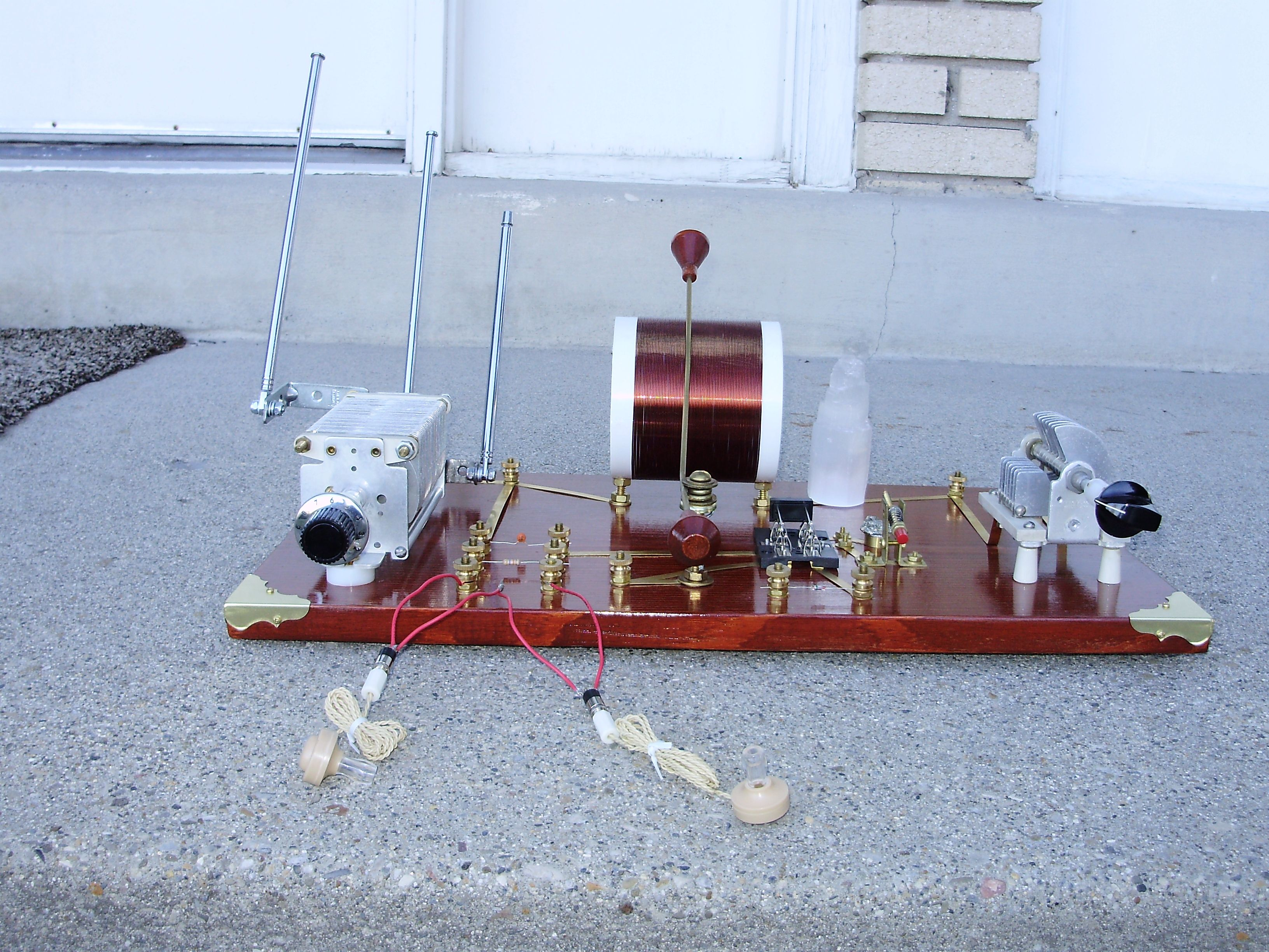 Crystal Radio Front View Antennas Are Not Extended Pinterest Circuit Designradios