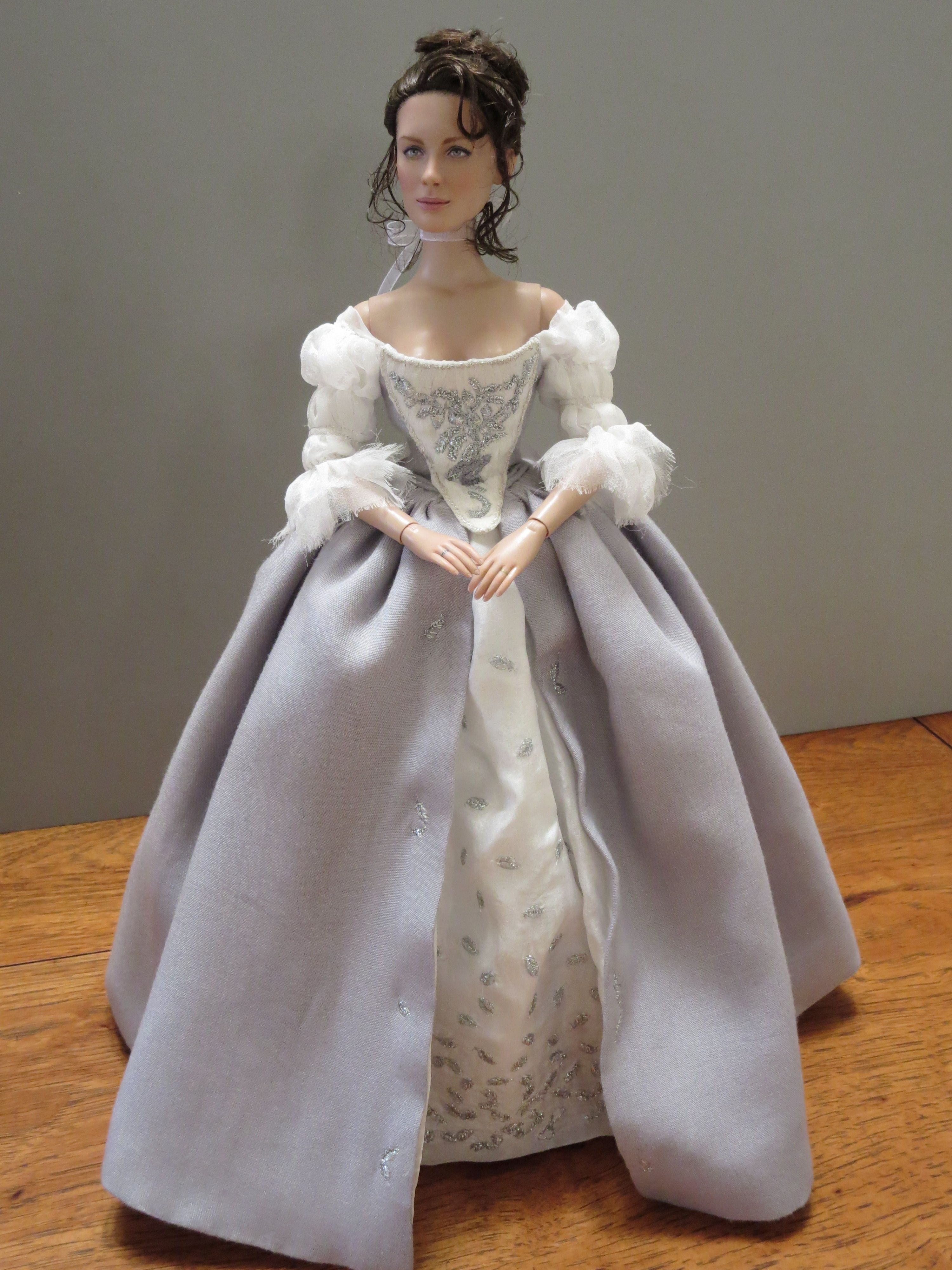 Claire Fraser In Her Wedding Gown Made By Becky Unger Beautifully Detailed Taking Over 50hrs To Hand Embroider