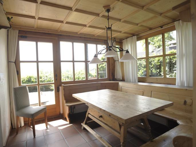 Cool Bereich Essen mit Holzvert felung Eckbank Jogltisch EG