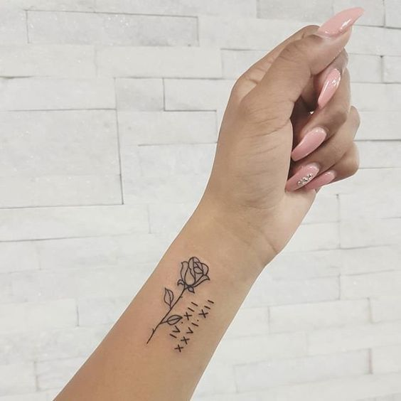 Wrist Tattoos With Meaning Wrist Tattoos For Women Small Wrist Tattoos Unique Wrist Tattoos Tatouage Rose Poignet Tatouage Tatouage Poignet