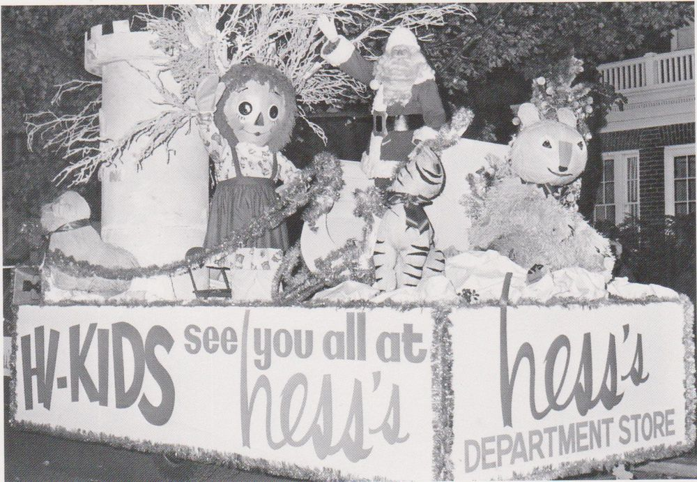 """""""The Christmas Float""""  -1960's- Hess's Dept. Store/Allentown, Pa.(Postcard--#72)"""