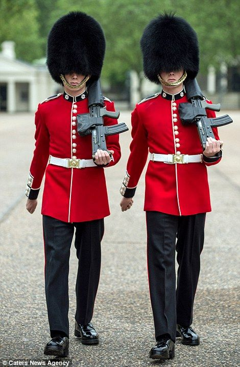 Identical Twin Soldiers To Make History Trooping The Colour Queens Guard Soldier Tower Of London