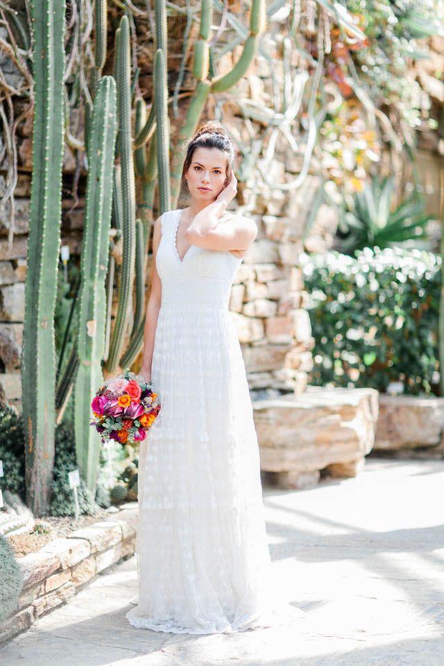 Brautkleid Hippie Style – unsere Dana mit Brautstrauß im botanischen ...