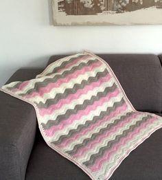 Es cierto que no esta haciendo todo el frío que debería hacer en invierno, pero una manta calentita gusta a todos, para el sofá, l...