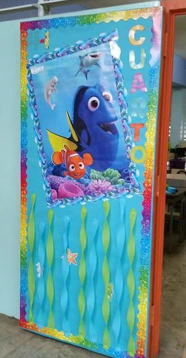 Puerta decorada de dory de buscando a nemo puertas for Puertas escolares decoradas