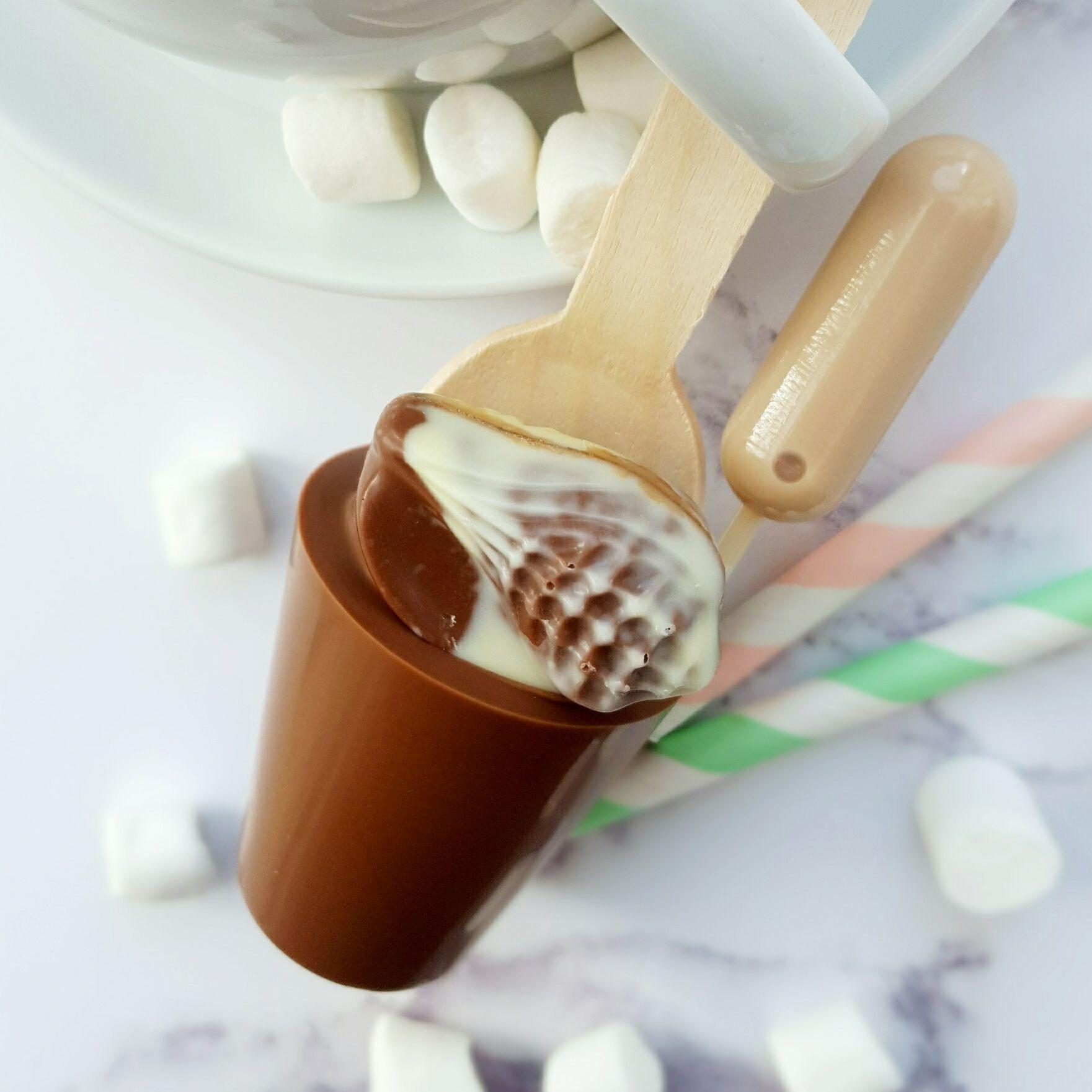 Boozy praline hot chocolate spoon gift