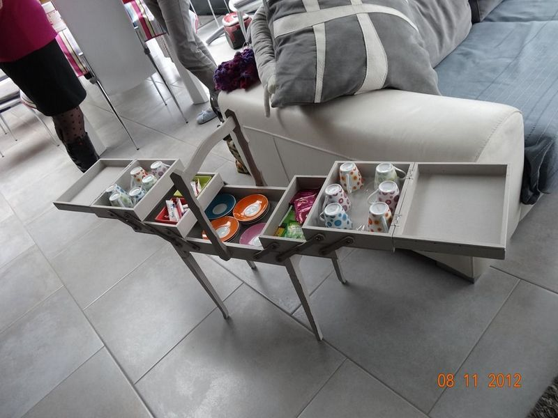 nouveau look pour une valise blog de chiffon chineuse. Black Bedroom Furniture Sets. Home Design Ideas