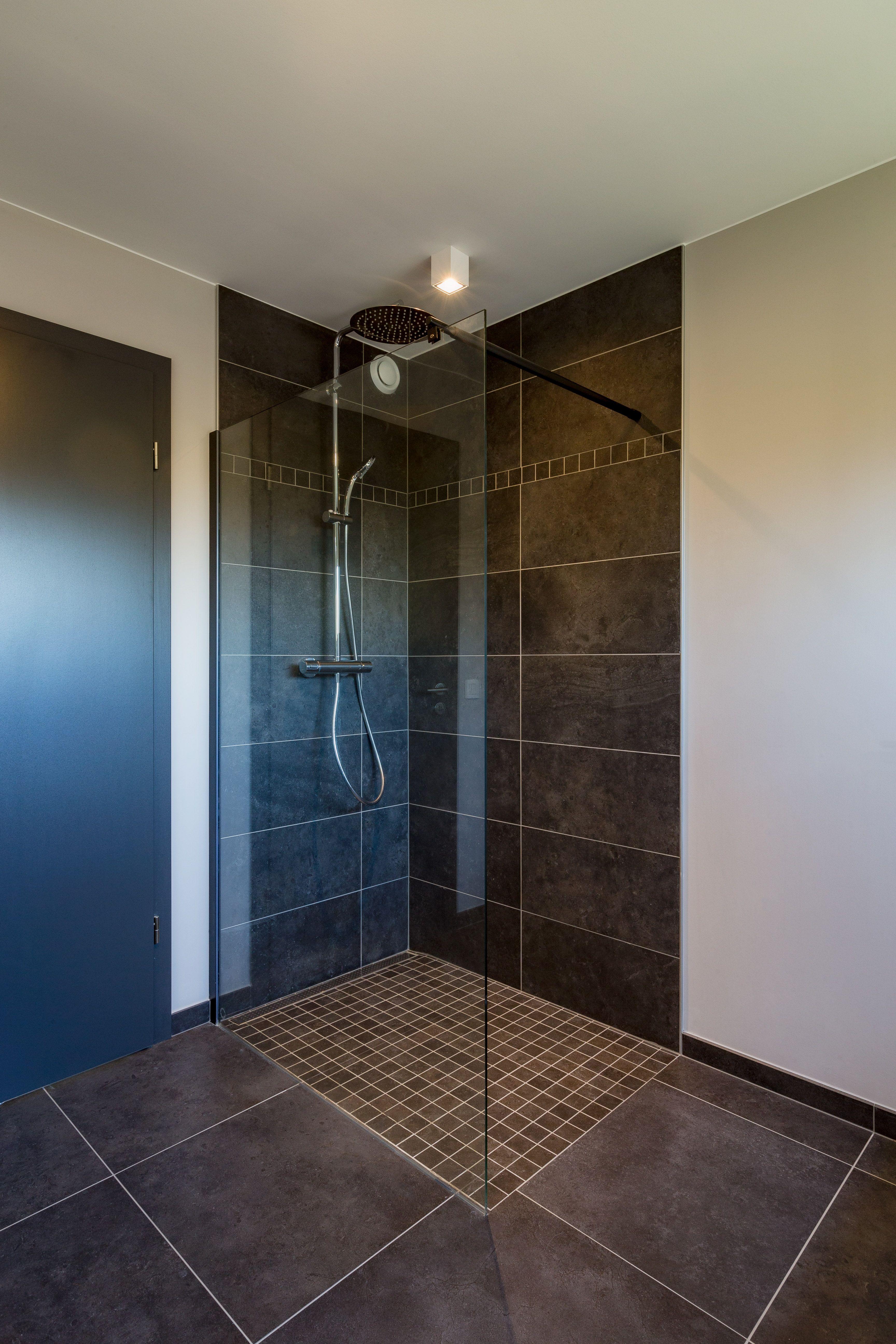 Douche l 39 italienne avec colonne douche de t te et paroi vitr e inspirations maisons - Colonne douche italienne ...