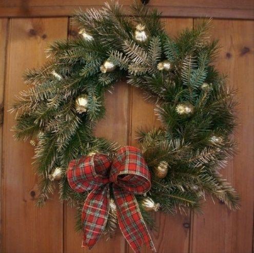 Christmas Carol Luxury Handmade Wreath 2015 - 2016   profotolib