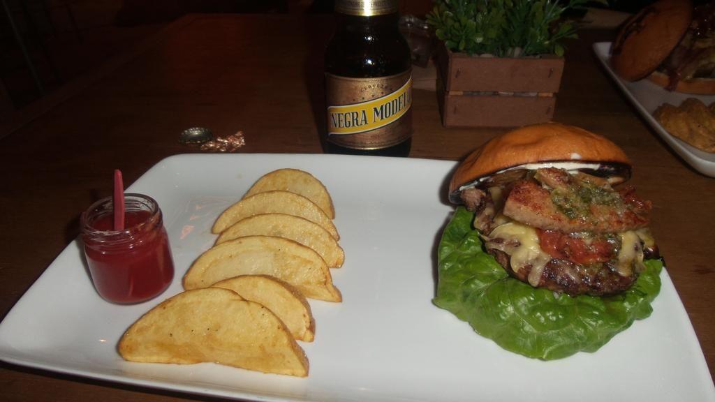Burger Viejo Mendoza. Todo el sabor argentino Revisa en: http://vidadelujoculiacan.com/farm-burger-meat-barn/