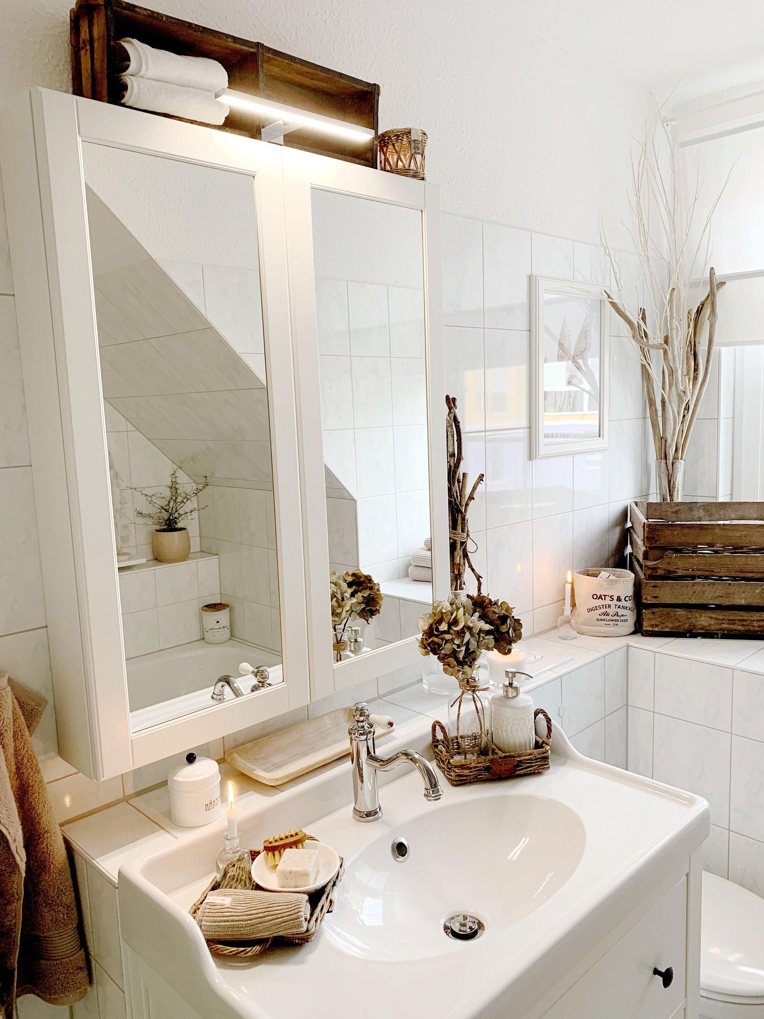 Unsere Spiegelbeleuchtung Bringt Licht In Die Dunklen Morgenstunden Fur Einen Guten Start In Den Tag Bklicht Badezimme Mit Bildern Aufbauleuchte Licht Schminklicht