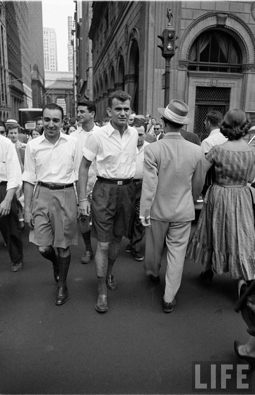 Bermuda shorts in the city (Lisa Larson. 1953)