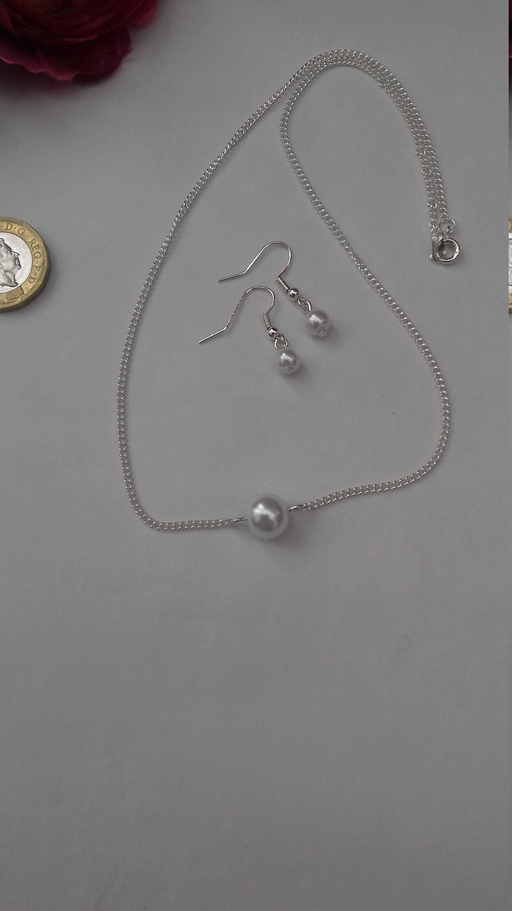 Pearl Necklace and earring set. White Pearl necklace and errings ...