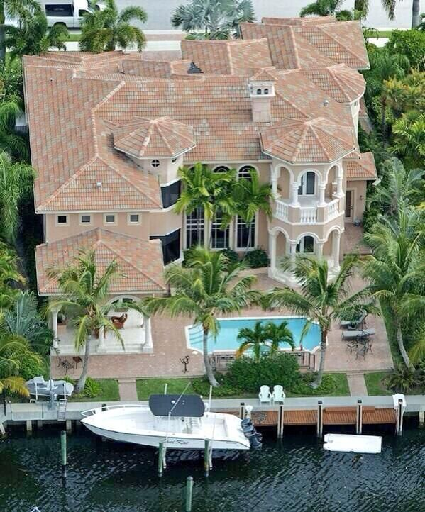 Luxury Homes On The Water